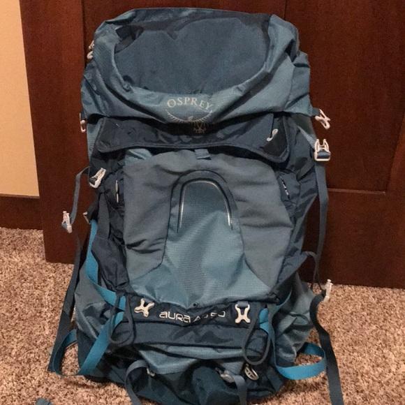 a171ea3ef00b Osprey Aura AG 50 Women s Pack + 2L Hydration. M 5ba70cae9fe486be01b1d397